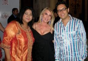 Sonia y José con Lila Deneken en la entrega del Premio Gaviota Internacional