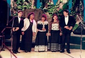 1993 - José Galván, Sonia Solórzano, Lupita Chavira, Miriam Solórzano y Alejandro Guzmán. Programa En Vivo con Ricardo Rocha. (Vestuario: Claudio)