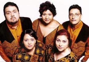 2002 - Ramón León, Sonia Solórzano, José Galván, Cristina Solórzano, Andrea Celaya (Vestuario: Armando Mafud. Foto: Anadón)